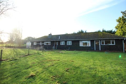 4 bedroom bungalow to rent - Toot Hill Road, Greensted, CM5