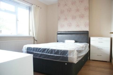 4 bedroom townhouse to rent - Roberts Avenue, Near Keele, Newcastle-Under-Lyme