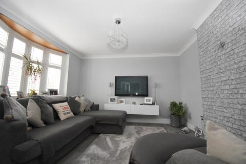 3 bedroom semi-detached house to rent - Southspring Sidcup DA15