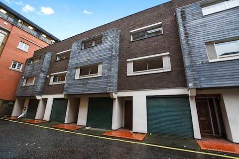 3 bedroom terraced house to rent - Queen Anne Mews, Marylebone, W1G