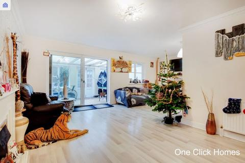 5 bedroom semi-detached house for sale - Todd Close, Rainham