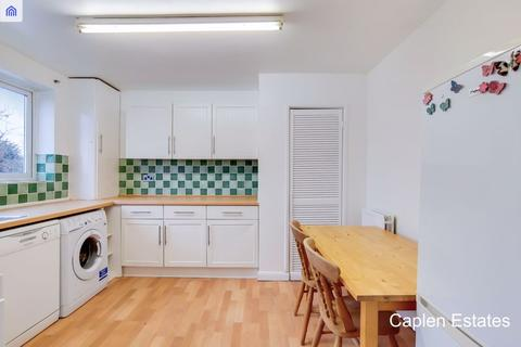 2 bedroom apartment to rent - Gladstone Road, Buckhurst Hill
