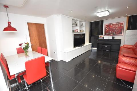 2 bedroom apartment for sale - 1-3 Broad Road, SALE, M33