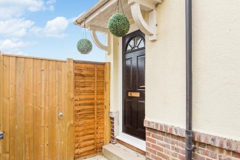 2 bedroom end of terrace house for sale - St. Radigunds Road, Dover