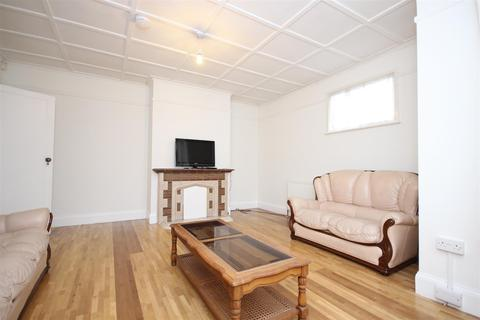 4 bedroom flat to rent - Lowfield Road, West Acton, W3 0AZ