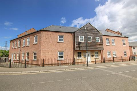 3 bedroom flat for sale - Pine Street, Aylesbury