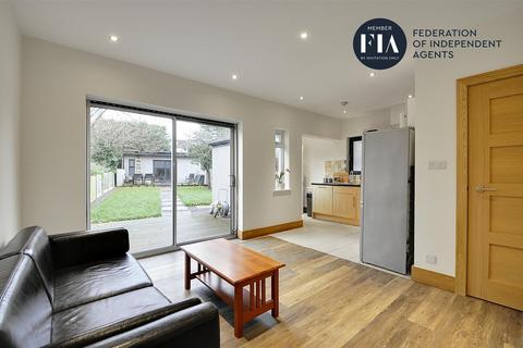 4 bedroom end of terrace house to rent - Lexden Road, Acton