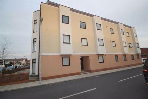 2 bedroom flat to rent - Queens Court, Liverpool