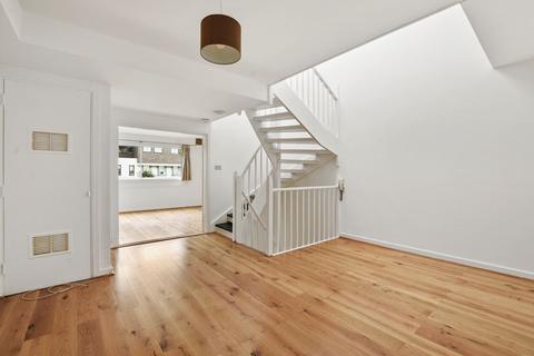 3 bedroom mews to rent - Queen Anne Mews, Marylebone Village, London, W1