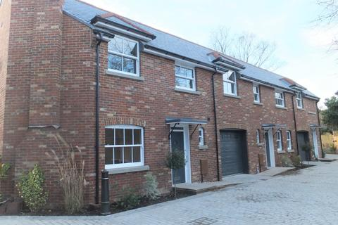 3 bedroom house to rent - Crown Mews, Feltham, Middlesex, TW13