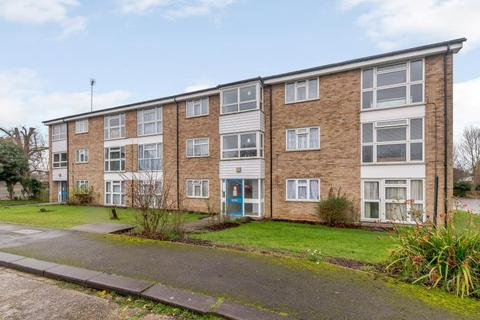 2 bedroom flat for sale - Apsley Close, Harrow, Middlesex