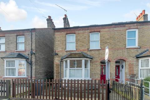 4 bedroom semi-detached house for sale - Hows Road, Uxbridge, Middlesex