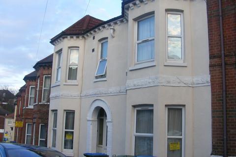 8 bedroom house to rent - Tennyson Road, Portswood, Southampton, SO17