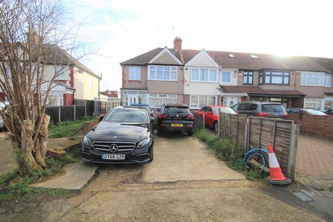3 bedroom end of terrace house for sale - Selan Gardens, Hayes, Middlesex, UB4 0EA