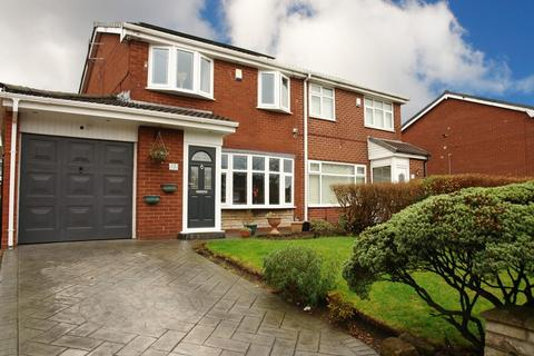 3 bedroom semi-detached house for sale - Bronville Close, Chadderton