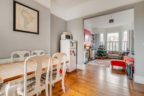 2 bedroom ground floor flat for sale - Rossiter Road, London SW12