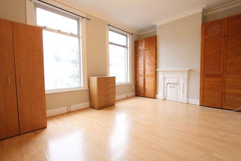 4 bedroom terraced house to rent - Bounces Road, London