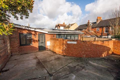 2 bedroom detached bungalow for sale - Central Henfield