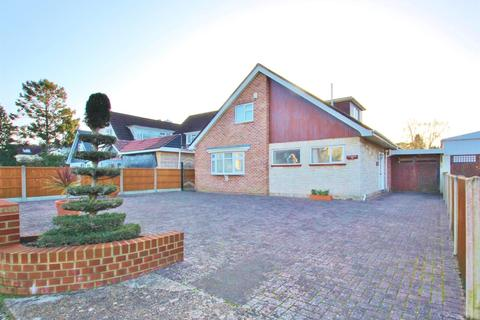3 bedroom detached bungalow for sale - Feversham Avenue, Bournemouth