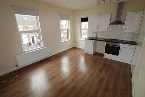 2 bedroom flat to rent - High Street North, Dunstable
