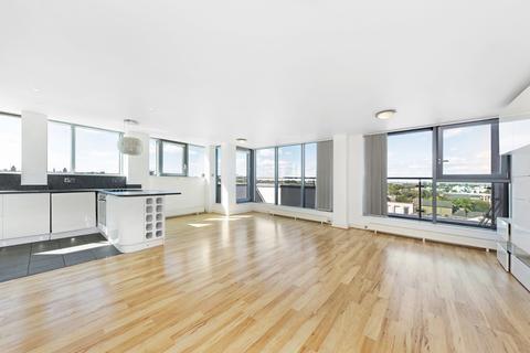 2 bedroom property to rent - Hardwick Square, SW18