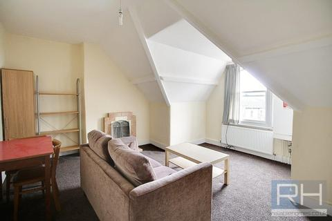 Studio to rent - Coleridge Road, London, N8