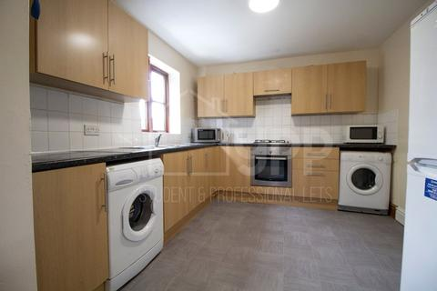 8 bedroom apartment to rent - Wellington Road, Manchester, Greater Manchester, M14