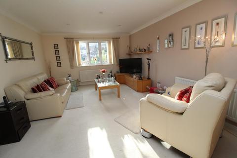 2 bedroom ground floor flat for sale - St. Lawrence Road, Upminster, Essex, RM14