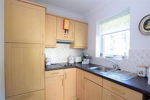 1 bedroom semi-detached bungalow for sale - Fontwell Avenue, Eastergate, Chichester, West Sussex