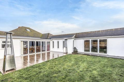 5 bedroom detached bungalow for sale - Staines-Upon-Thames,  Surrey,  TW18