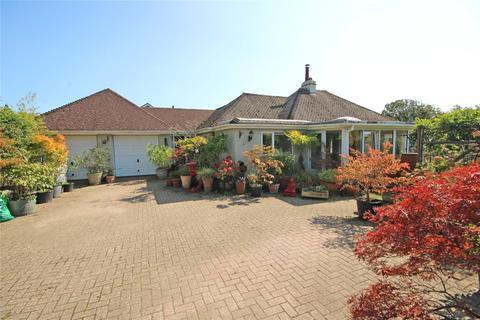 3 bedroom bungalow for sale - Barton Common Road, New Milton, Hampshire, BH25