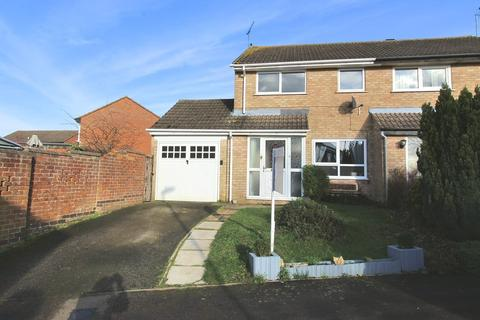 3 bedroom semi-detached house to rent - Stratton Drive, Brackley