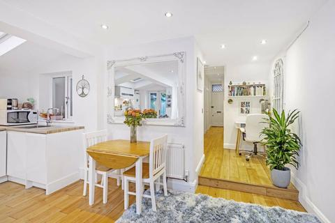 2 bedroom flat for sale - Broughton Road, Fulham, London, SW6
