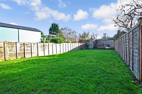 4 bedroom semi-detached house for sale - Casstine Close, Hextable, Kent