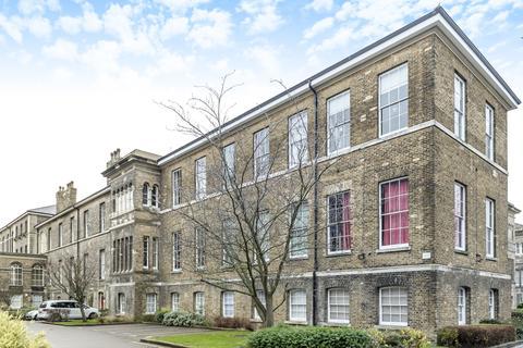 3 bedroom flat to rent - Gilbert Close Royal Herbert Pavilions SE18
