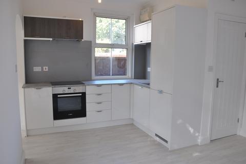 1 bedroom flat to rent - Edward Avenue, Camberley, GU15