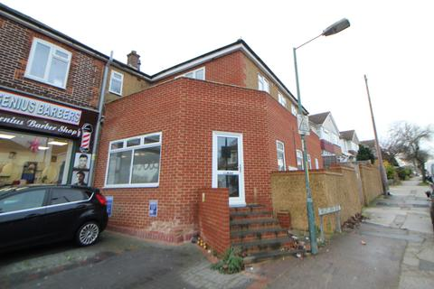 Shop to rent - Maidstone Road, Rochester, ME4