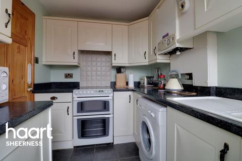 3 bedroom detached house for sale - Main road, Queenborough