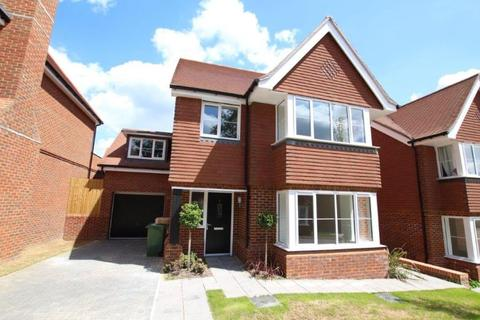 4 bedroom detached house to rent - Frimley