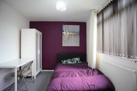 1 bedroom in a house share to rent - Hurst Avenue, Sale