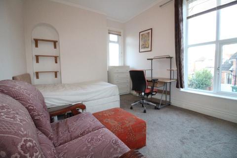 Studio to rent - Park Road, Loughborough