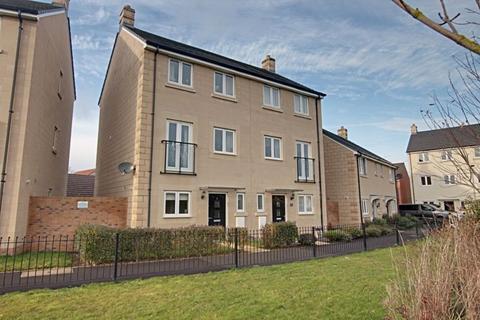 4 bedroom semi-detached house to rent - Serotine Crescent, Trowbridge