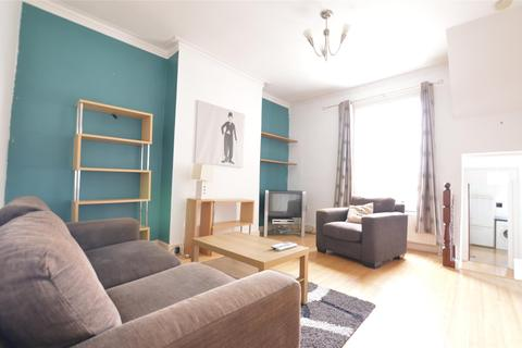2 bedroom flat to rent - Upper Richmond Road West, LONDON, SW14