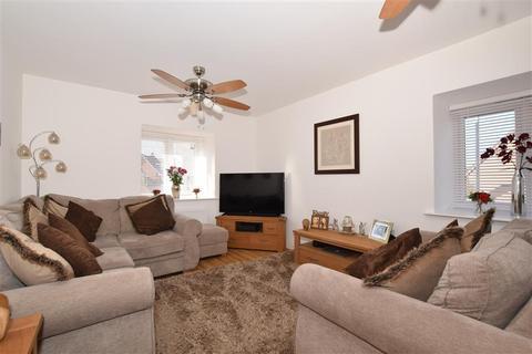 2 bedroom apartment - Gates Drive, Maidstone, Kent