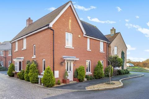 3 bedroom detached house for sale - Berryfields,  Aylesbury,  HP18