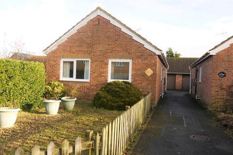 2 bedroom detached bungalow for sale - Thames Lane, Cricklade