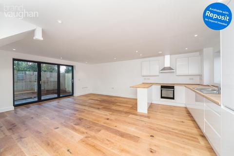 3 bedroom semi-detached house to rent - Woodbourne Avenue, Brighton, BN1