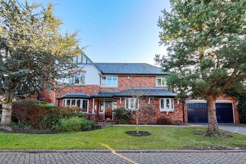 4 bedroom detached house for sale - Queensbury Close, SK9