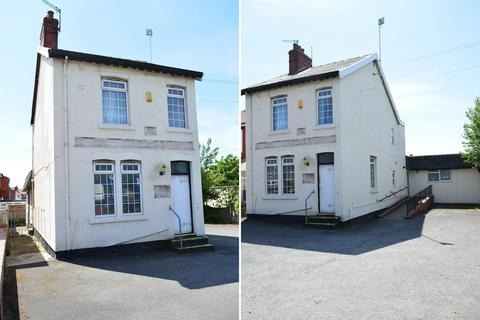 3 bedroom detached house to rent - Vicarage Lane, Blackpool, FY4 4NG