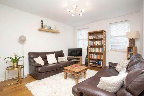 2 bedroom flat for sale - Pickering Close, London, E9
